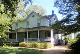 Auction: Former Bed & Breakfast/Historic Home on 4.4 +/- Acres